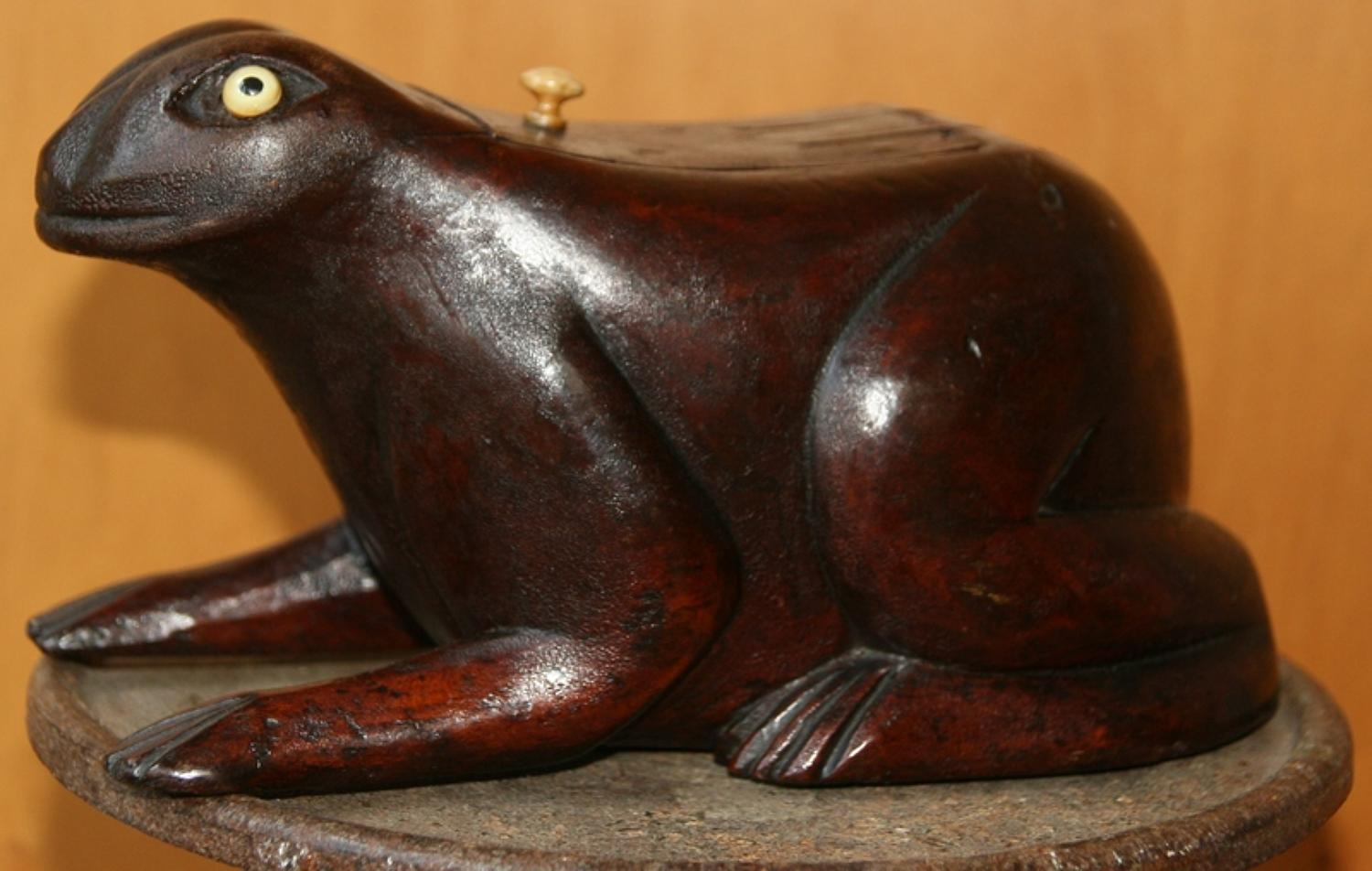 Large English Frog Table Snuff / Tobacco Box 19th century