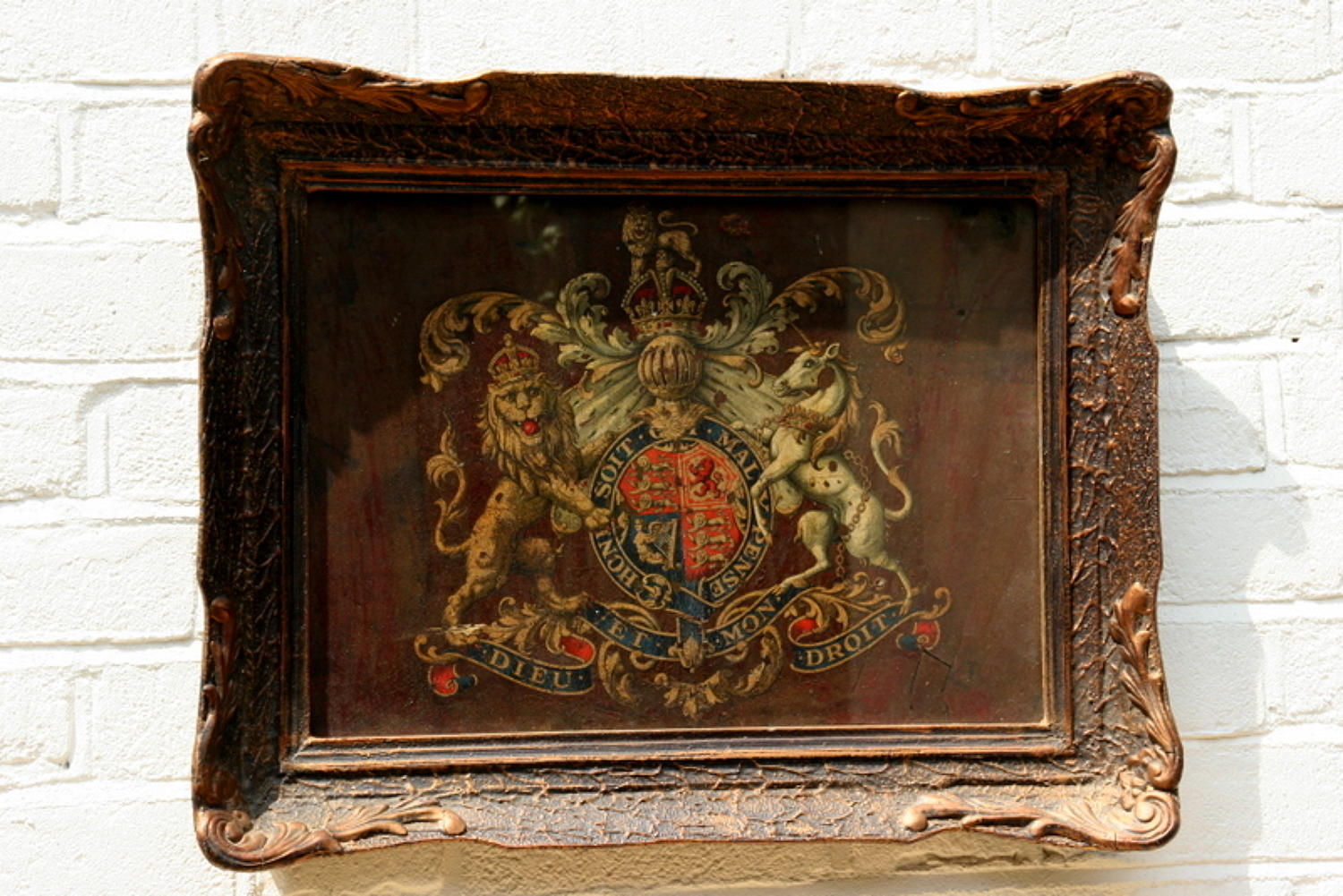 Royal Victorian Coat of  arms / armorial