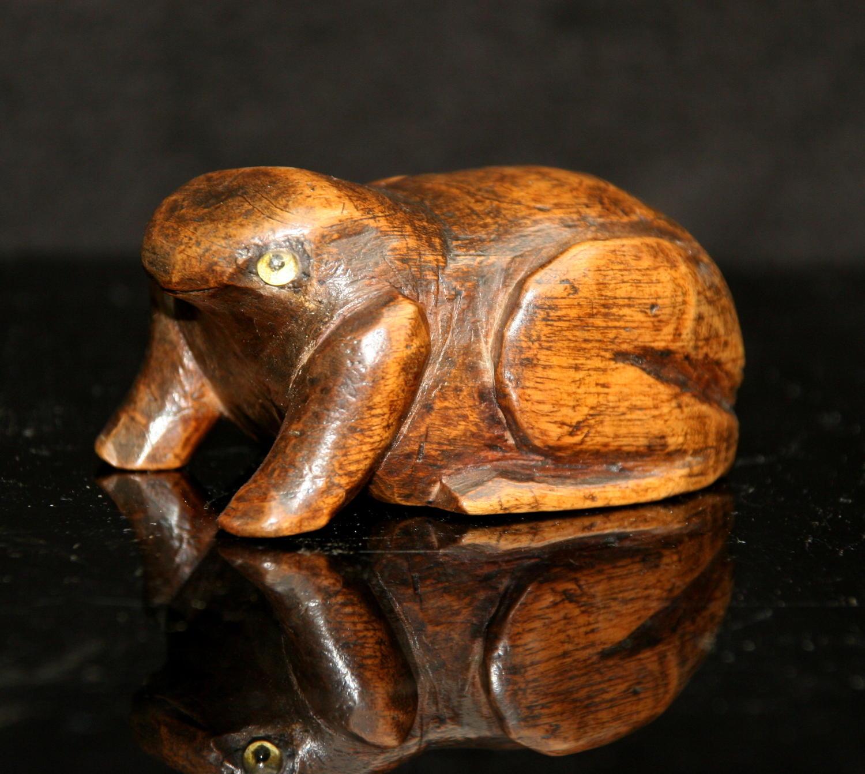 19th century Treen Frog Snuff Box
