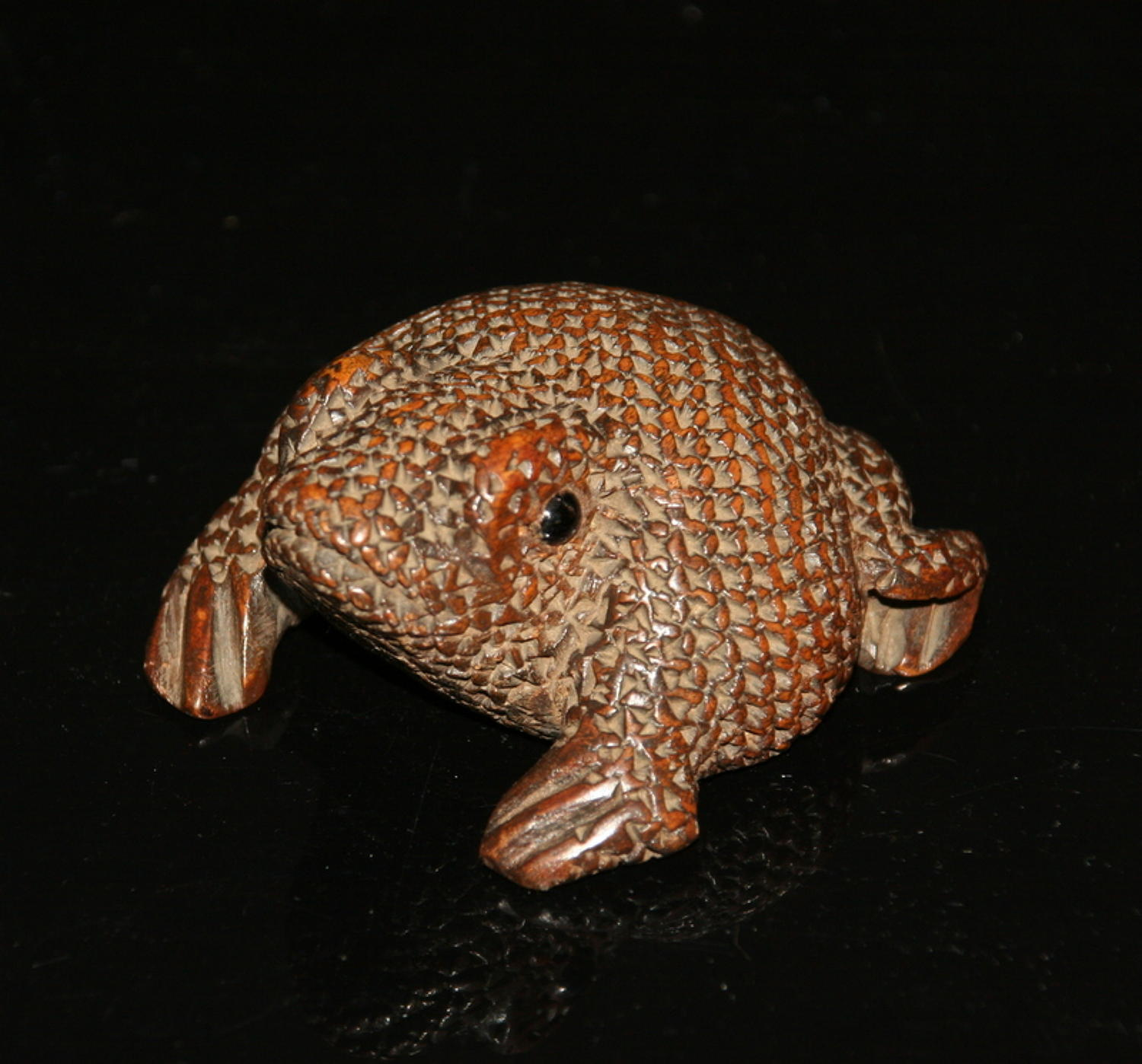 Treen Toad Snuff Box 19th century