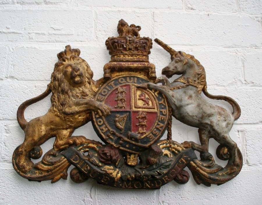 English cast iron Royal coat Armorial 19th Century
