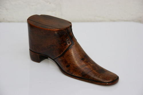 Large Fruitwood Snuff shoe 1869