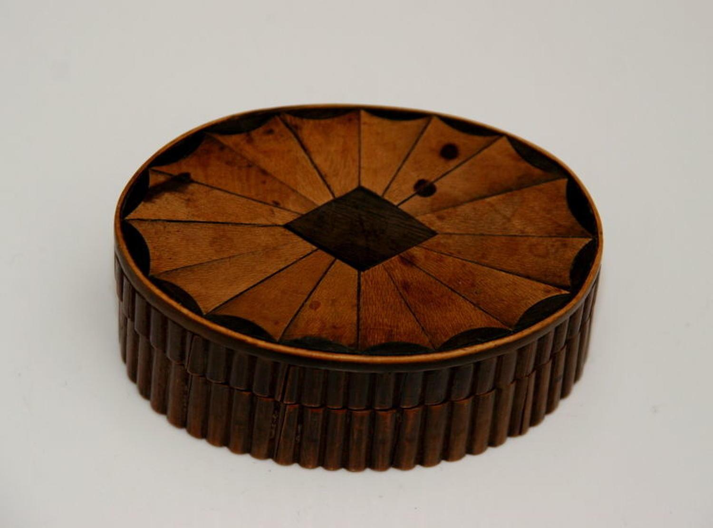 Oval Inlaid Snuff Box / Tobacco box