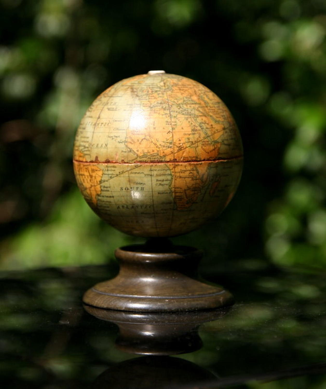 Globe String box