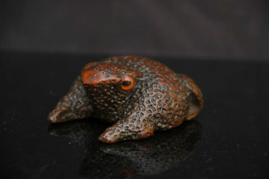 Treen Frog / toad form Snuff box. c1850