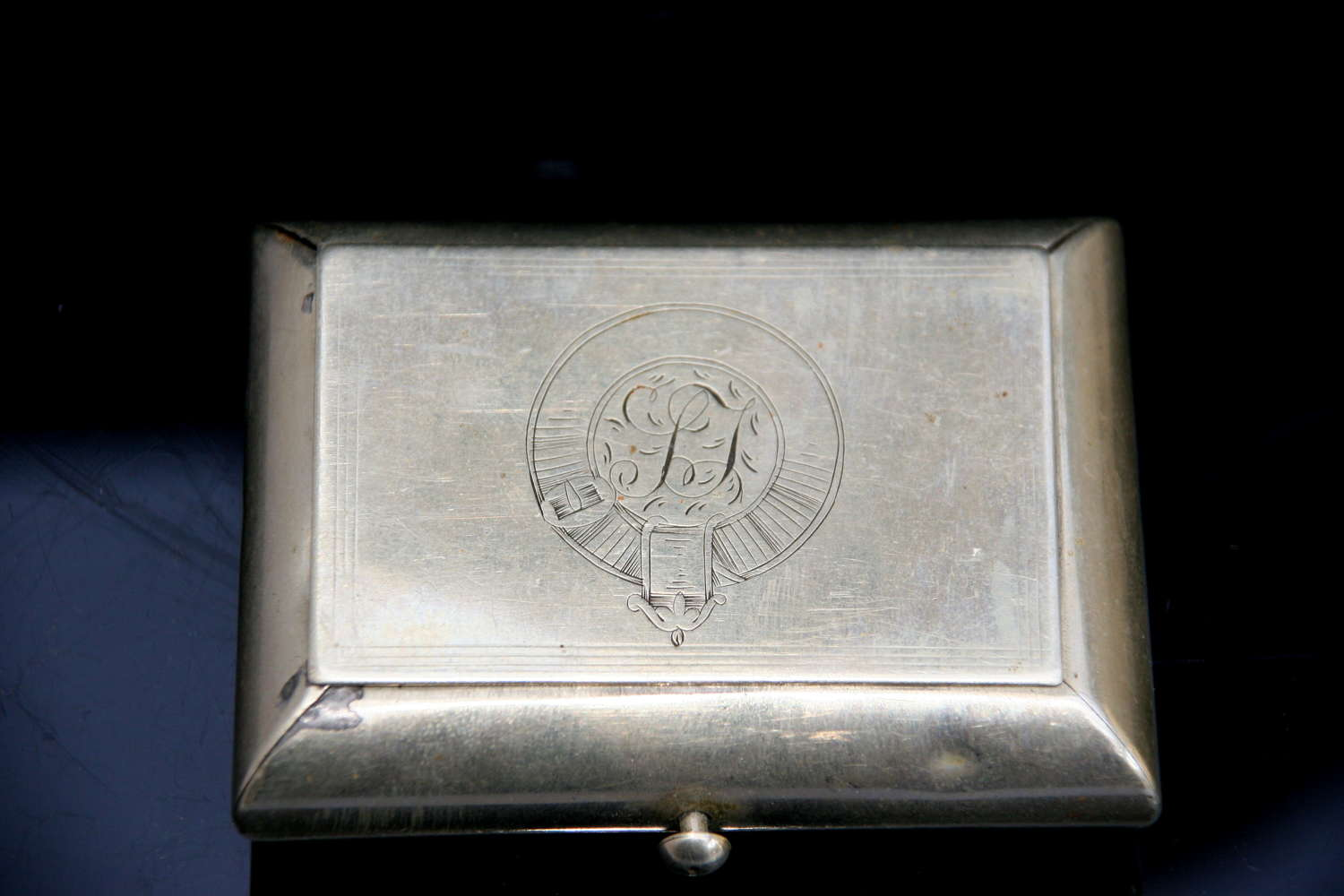 Secret mechanism metal snuff box 19th century