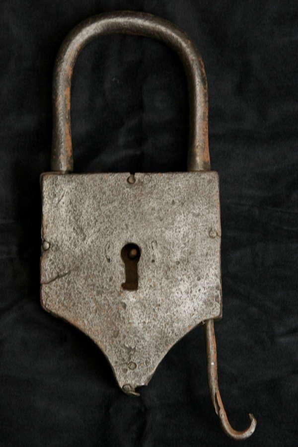 Large Iron decorative Shackle Tail Padlock c.1700