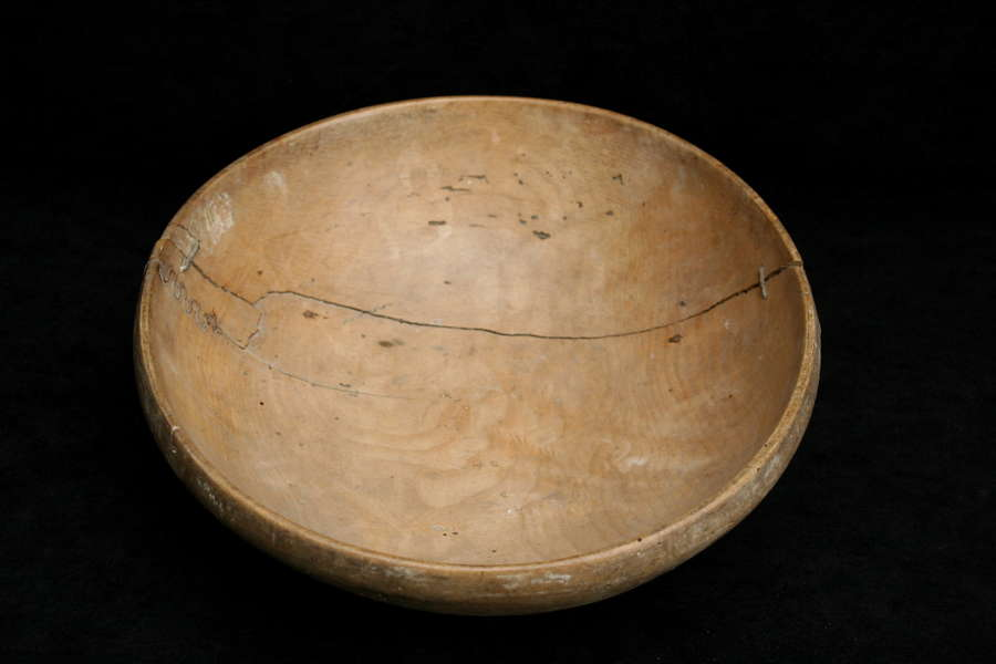 Treen 18th century Sycamore Dairy bowl.