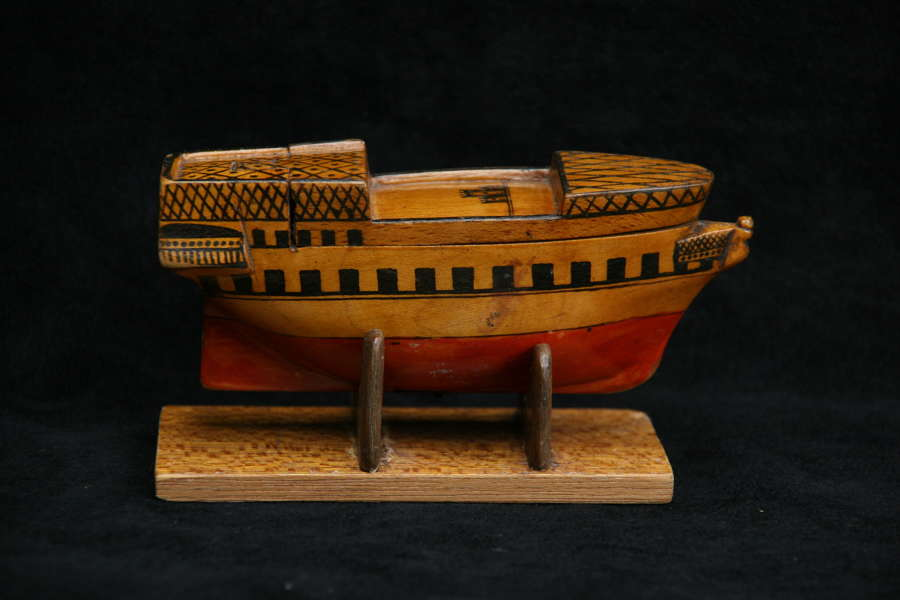 Treen Ship Snuff Box 19th century