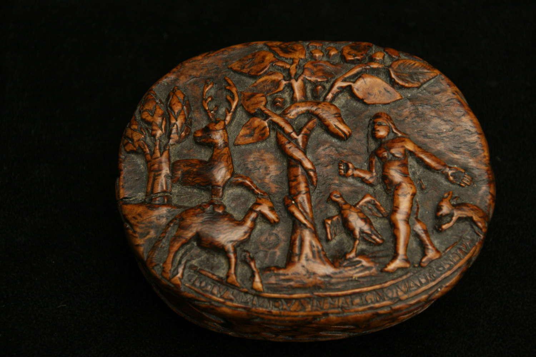 Treen Burr oak Snuff Box c.1710